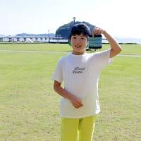 少年は竹島を眺め一人機を織る