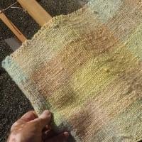 羊の原毛,紡ぎ,染色,そして織り 24/x (織り 2/x)