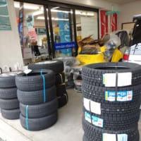 商品搬入!続々と部品そしてタイヤが届きPITスペースは手狭な状態になっております