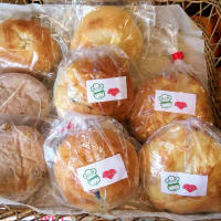 水曜日「ポッポ」と「サンサンベーカリー」のパン♪