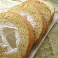 米粉のロールケーキ(桃)。