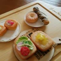 久々に樹脂粘土でミニチュアフード、色々なパン出来ました。