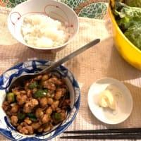 豚ひき肉と納豆炒めをレタスで包んで夜ごはん