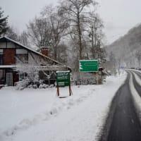 雪見の休業カフェ仕事は、焙煎、雪かき、予約のお客さん、東京にコーヒー発送と動き回る。