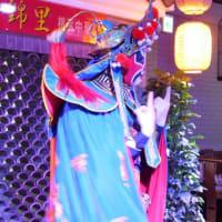 錦里(豆花専門店)は、ランチもサービス価格。650(680円税込み)円でショータイムに入れば「変面」も楽しめる。
