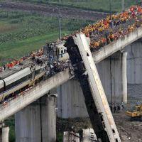 中国高速鉄道事故、車両などを地下に埋設