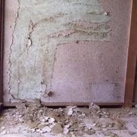 砂壁をめくったら、そこはぬりかべだった。