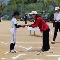 野球に打ち込む少年少女たち