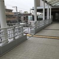 堺市の一番の繁華街の歩道階段横に、受動喫煙の危害の避けられない喫煙所が出現