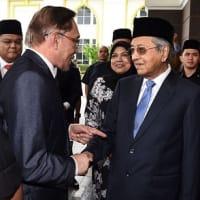 マレーシア  新型コロナ禍でも続く権力闘争 「裏切り」「多数派工作」、ドラマのような展開にも