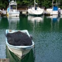 漁網を乗せた舟
