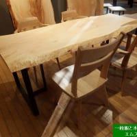 1338、栃の一枚板と回転するチェアーの組み合わせ。一枚板と木の家具の専門店エムズファニチャーです。