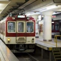 The Man in the Train at Kita-Senri Station(北千里駅の電車の男)