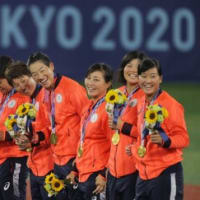 最後はエース上野が締めた!女子ソフトボール日本代表が13年越しの五輪連覇!