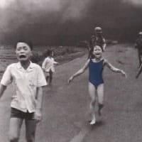 201609児童ポルノとは何か?Facebookが「ナパーム弾の少女」写真を検閲削除も非難され撤回
