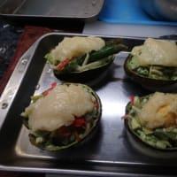 アボカドサラダ。アボカドチーズ焼き。マッチングは醤油と胡麻ドレか。