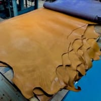 3b5c41482f15 馬革 HoneyHorse レザーの端革 販売します。 革に匂いは無い。 最近の画像[もっと見る]. アルコベーシック 人気のキャメル 入荷!