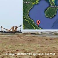 ベトナム、嵐で浚渫船が沈没