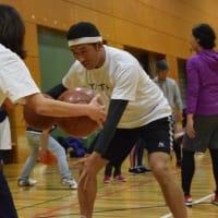 バスケ芸人の田村 裕さんによるバスケットボール教室「大人のバスケ教室」が開催されました。
