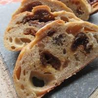 季節酵母パン『梅と杏と夏の欠片(かけら)』販売開始します。夏の最後の酵母パンです。どうぞよろしくお願いいたします。