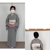 教室では、成人式の反省会と残り時間は他装の練習、スタッフさんに着付けてもらいました。