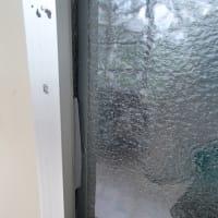 ガラス周囲のコーキング補修工事