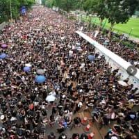 香港  中国側譲歩の背景 SNSを駆使した「リーダー不在」の戦いの成果と限界