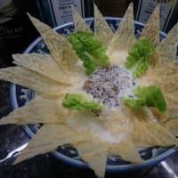 男の素人料理:放射状ラーメンのデコレーション。ローカル湯葉使って。