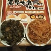 本日のディナーは福福ラーメン湯里店へ。0時を過ぎているのに店内はかなりの客。飲食店がガラガラというのは繁華街だけ。