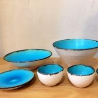 トルコブルーのお猪口と小皿と鉢 by 矢嶋洋一・洋子さん