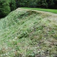 梅雨の雨も中休み・・・イノシシ獣害対策緩衝帯草刈り・・・山間の田圃は手間がかかります。