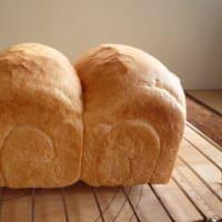ちょっと寝られて、パンを焼く。