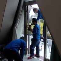 4階展示場庭園側扉の修理を行いました。