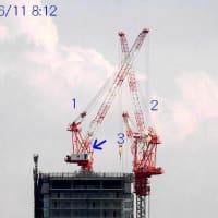 タワーマンション建設中、タワークレーン一つ消える