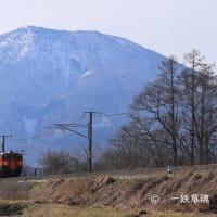 雄大な黒姫山と115系湘南色