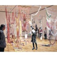 旅先の出会い、作品に 県美術館「道標」展、作家が解説