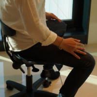 【姿勢矯正のアーユルチェアー】正しい姿勢で座れていますか?!坐骨で座ると集中力がアップします~!!
