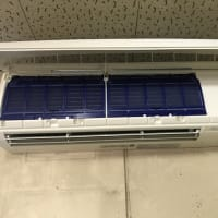ALCの壁面に業務用エアコンの室外機を吊りしました
