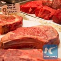若い肉屋は「偽の肉」の台頭を恐れている。