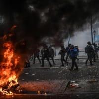 フランス全土でスト、年金改革の抗議デモに150万人