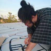 書道家 遠藤夕幻さんが描いた屋根の龍体文字。さまざまパワーがあるという神秘の文字
