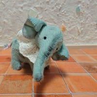 四つ足ゾウさん