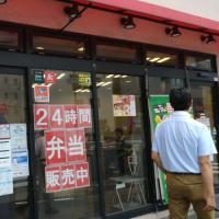 本日のランチは接客水準が一番低い牛丼チェーンとして知られるなか卯恵美須店へ。えむびーまんは完全放置プレイされました。