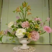 娘からプレゼントされたお花を活けてみました