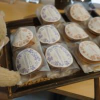 ミニサイズで食べやすい「天御八(てんみはち)」のどら焼き。ラムレーズン餡など斬新な味わいも魅力的