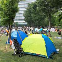 """""""宣言下""""都心公園に大量テント「家は気がめいる」"""