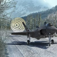 F-35特集 ドラッグシュートで着陸する様子や生産状況など