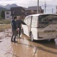 "【nhk news web】 10月14日10:31分、""""「車が浮き 窓から脱出した」運転中に水が急上昇か 長野 飯山"""""