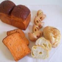 夏のパン「トマトブレッド」と「ベーコンエピ」