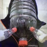 日本人は、まず100%作らないであろうペットボトルのマスク作り。  恐怖から来るマスク作りの現実。